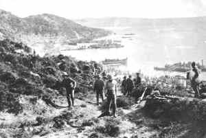 Anzacs land on Gallipoli peninsula April 25, 1915 (Australian War Museum)