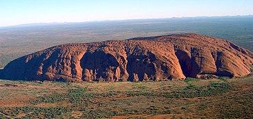 370px-Uluru_(Helicopter_view)-crop.jpg